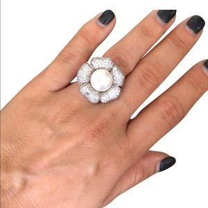 Jewelry - SALE-925 sterling silver flower pearl ring.